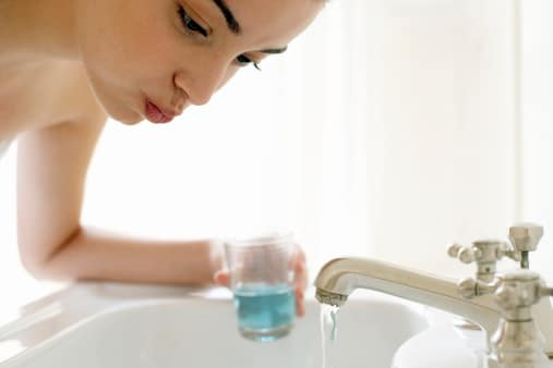 Alcohol in Mouthwash Linked to Oral Cancer